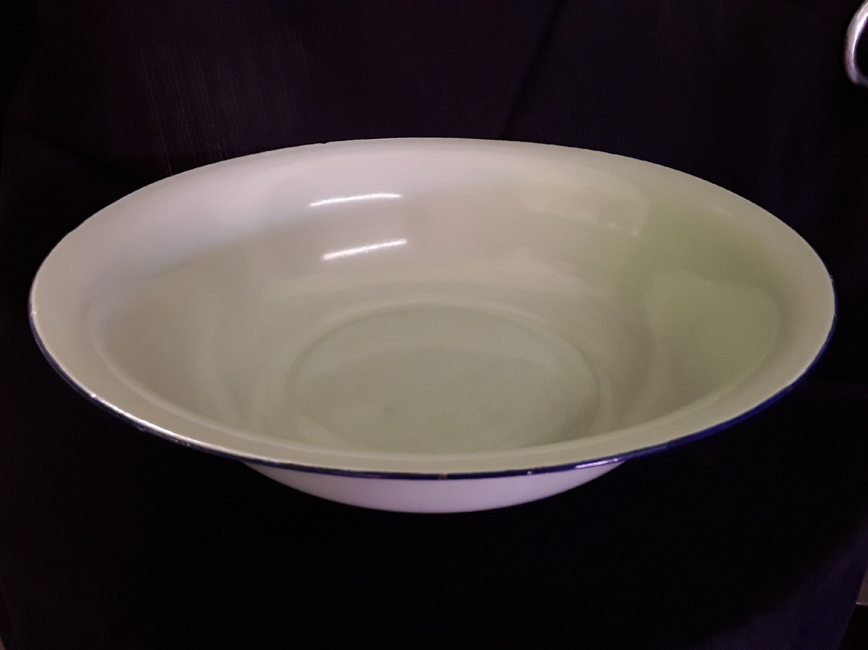 enamel-serving-bowls