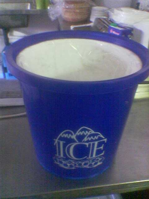 bucket--ice--plastic