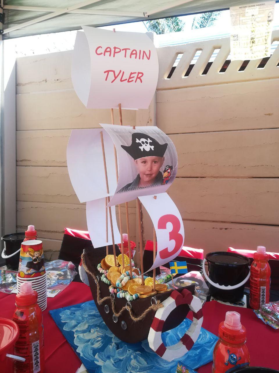 pirate-ship-centrepiece