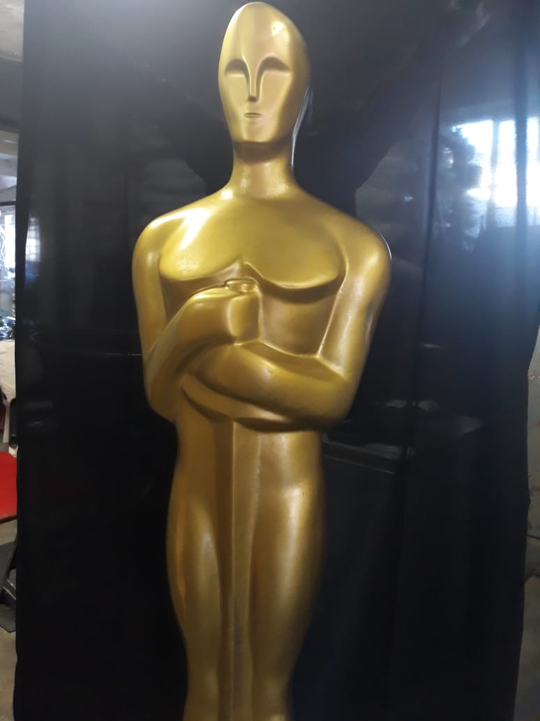 hollywood-gold-statue-